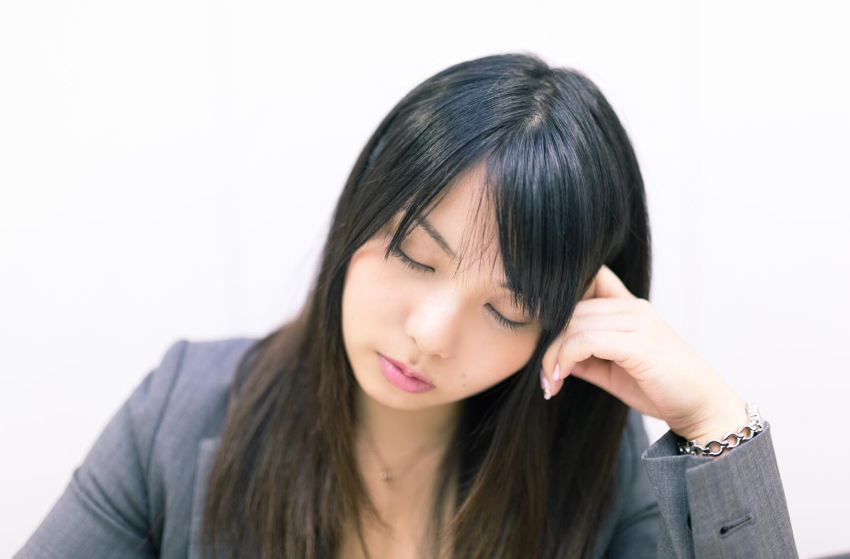 仕事中に目が疲れて眠くなる。災害回避の為に眼精疲労対策をしよう。