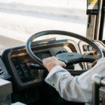 スバルの期間工を送迎する通勤バスに一抹の不安