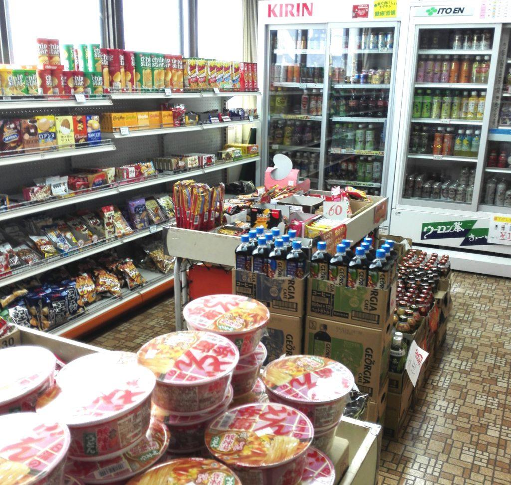 スバル大泉寮の売店売り場