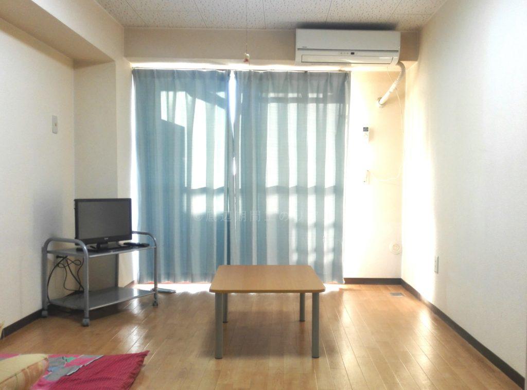 三菱自動車の期間工が生活する長久手寮の部屋画像1