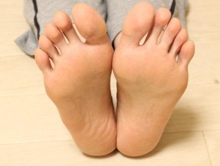 足の痛みでお悩みの期間工へ捧げる対処法とサポートアイテム