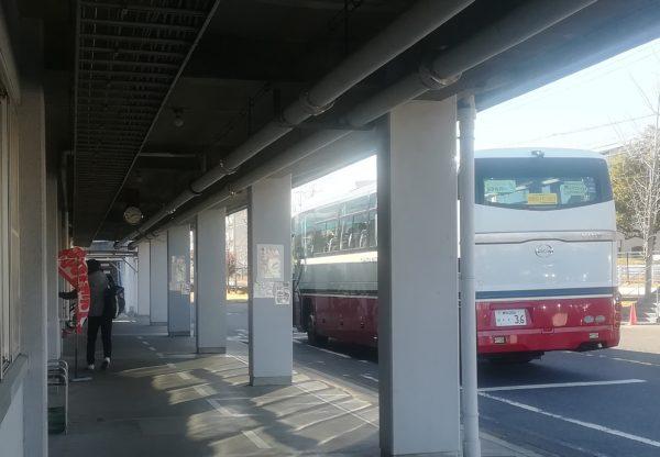 トヨタ期間工を工場へ送り届ける通勤バス