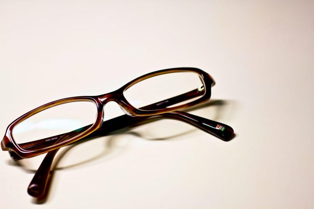 部品工場の期間工として働こうと考えてる人へ。メガネのケアについて